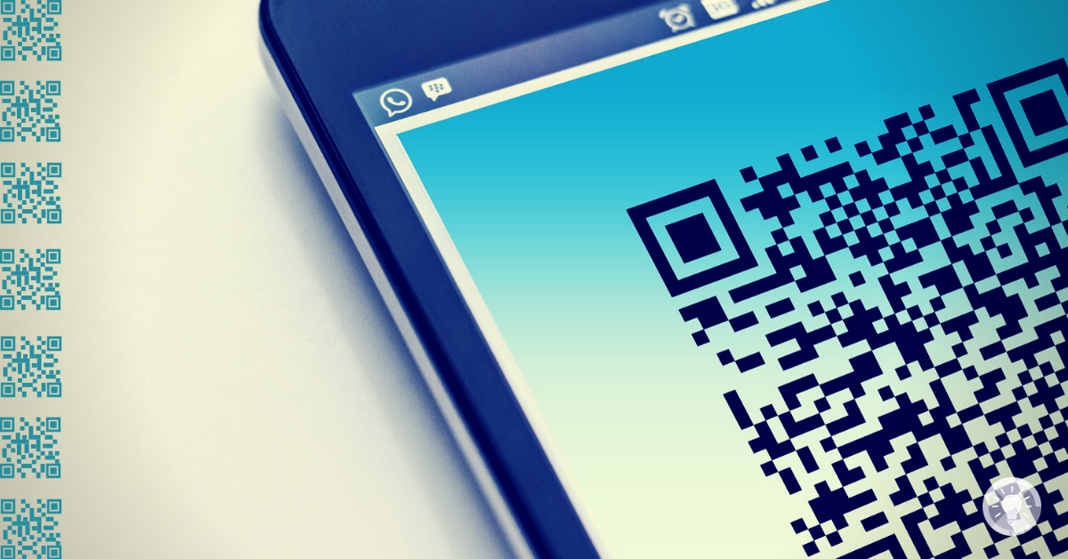 QR-Code: Zeigt ein Smartphone mit einem QR-Code auf dem Display