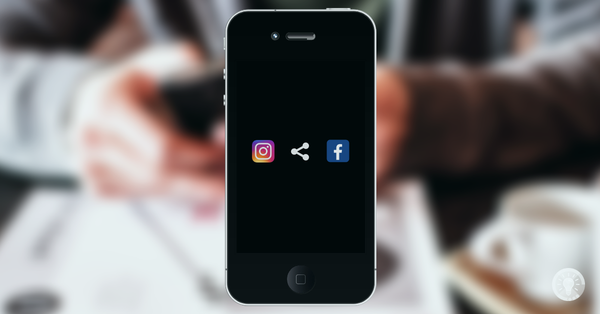 Bild: Zeigt ein Smartphone mit den beiden App-Oberflächen von Instagram und Facebook