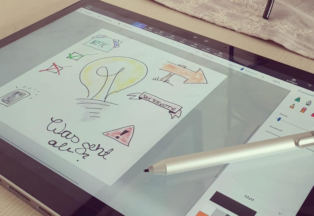 Stift und Tablet, mit digital angefertigten Sketchnotes